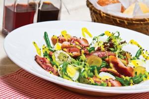 Салат с утиной грудинкой и спаржевой фасолью